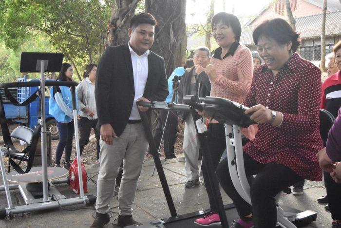 東海社區長者體驗遊戲型的運動器材,並檢測生理數據