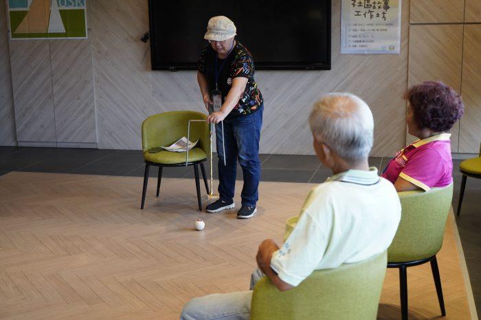 故事分享時間,福瑞社區美霞阿姨分享社區打槌球的比賽經歷,生動有趣博得滿堂彩!