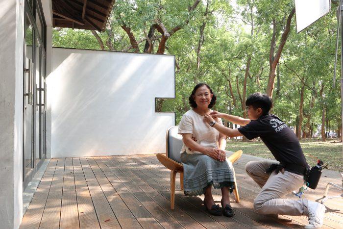 來自八福社區的蔣奶奶,細細地分享她的獨門手作點心。沙沙的樹葉聲彷彿在應和著。