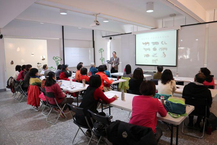 生動有趣的青少年團體活動,張景然老師正說明如何應用於高齡者團體帶領。